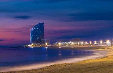 Spiaggia di Barcellona in una notte di estate