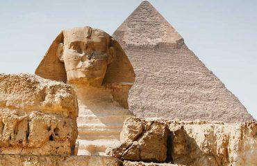Sfinge Egizia con Piramide alle spalle